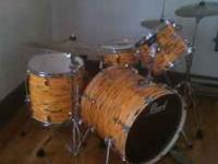 Virtually unplayed 5 peice drumset. Comes with a 20""