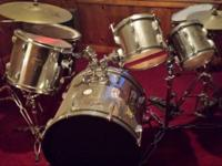 Full drumset requires 2 brand-new heads. Comes w