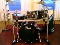 "Pearl Masters set includes: 22"" BD, 16"" Floor Tom 12"""