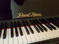 Beautiful baby grand piano, high gloss black. Excellent