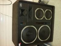 Up for sale is this HUGE PAIR of Peavey speakers.