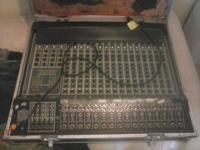 I'm selling this Peavy sterio mixing console that still