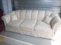 Gorgeous couch in perfect condition hardly used, pet/