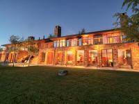 Designed to echo the Amangani Hotel architecture,