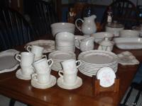 8 Dinner Plates, 8 cups, 8 Bread/Salad Plates, 8