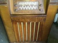 PHILCO Oak Case Multi-Band Floor Model 46-1226 Radio:
