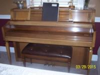 A beautiful Wurlitzer piano, sounds fantastic.