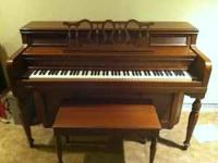 Everett piano. In nice condition. Matching bench. Must