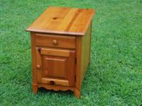END TABLE LIGHT PINE SOLID WOOD Approximate Size: 26""