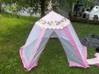 Brand name new, simple to put in, features Gazebo,