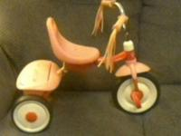 Selling a great slightly used pink radio flyer trike.