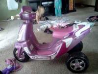 Girls battery operated scooter. Comes with charger, in