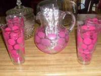 NEW PLASTIC LEMONADE SET W/8 CUPS, PINK DESIGN. NEVER