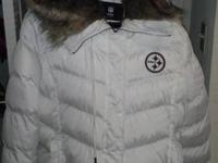 Size 3x Pittsburg Steelers down jacket with fur hood