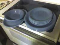 I am selling a nice plate set with 4 dinner plates, 4