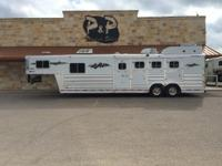 IN STOCK Very clean 2006 Platinum 4 Horse 10 ft.