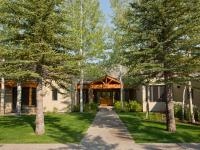 Located on the 18th fairway of the Teton Pines Country
