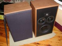 These floor standing stereo Polk RTi A5 speakers have a