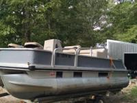 16ft 1991 Sun Tracker pontoon boat. 40hp evinrude