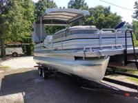 1995 Sanpan 25 ft with a 2004 Honda 115 EFI 4 stroke