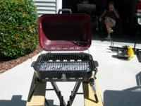 Selling a Portable Grill, Good Condition. Comes with