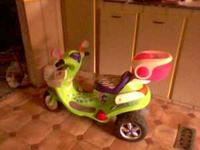 power wheels has charger and battery works great it