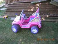 Power Wheels pink Barbie Jeep,good condition,newer