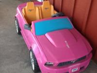 Girls power wheels mustang in good working condition