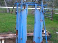 Priefert Cattle head gate. Great condition. please call