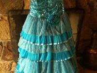Dress worn once, Great condition, fits size 2-4 Looking
