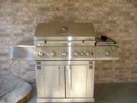 Like New, Master Forge 5 burner propane grill. This