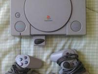 PLAYSTATION 1.  COMES WITG CONSOLE  ,CONTROLS , CABLES