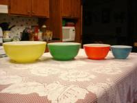 Set of vintage pyrex primary color nesting bowls ( from