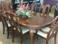 Stunning Queen Anne Cherry Dining Set By Broyhill With