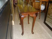 I HAVE A VERY BEAUTIFUL END TABLE FOR SALE. IT IS SOLID