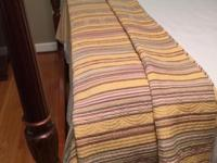 MID-WEIGHT, QUEEN QUILT EXCELLENT CLEAN CONDITION, NO