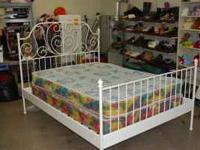 BEAUTIFUL WHITE METAL RAILS QUEEN SIZE BED SET. GREAT