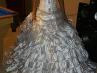 silver quinceanera dress(small) it comes with crown and