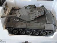 ...........WALKER  BULLDOG  U.S.M41A3  1/16 .. RADIO