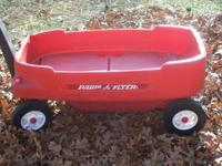 Radio Flyer wagon in great condition. seats can be in