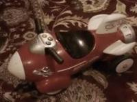 Great condition and fully operational Radio Flyer Retro