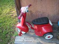 Radio Flyer Riding toy. Very good Condition. It is red