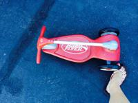 Radio Flyer skateboard with folding handle. Excellent