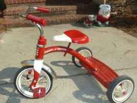 Radio Flyer Classic Retro Red & White tricycle. Great