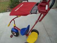 RADIO FLYER TRICLYCLE FOR TODDLER THAT MOM CAN PUSH