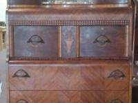 Beautiful chest in great condition. You will have an