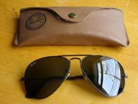 RAY-BAN AVIATOR CLASSIC - RB3025. These sunglasses are