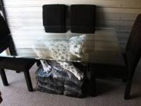 This table is soooo cooolll!!! It has a snow leopard on