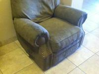 Selling a recliner Very comfy One of the bolts for the