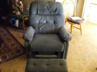 Blue recliner for sale, non smoker home/ excellent